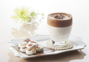 タルゴナコーヒー Dalgona Coffeeの写真素材 [FYI04662435]
