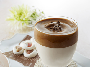タルゴナコーヒー Dalgona Coffeeの写真素材 [FYI04662439]