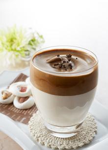 タルゴナコーヒー Dalgona Coffeeの写真素材 [FYI04662440]