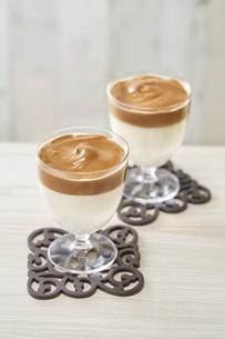 タルゴナコーヒー Dalgona Coffeeの写真素材 [FYI04662442]