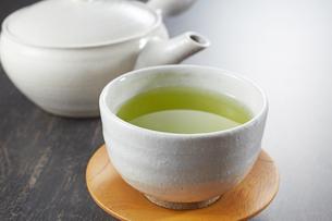 緑茶と急須の写真素材 [FYI04662459]