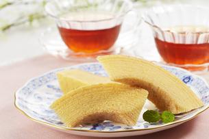 紅茶とバウムクーヘンの写真素材 [FYI04662556]
