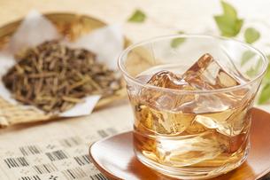 冷たいほうじ茶(加賀棒茶)の写真素材 [FYI04662585]