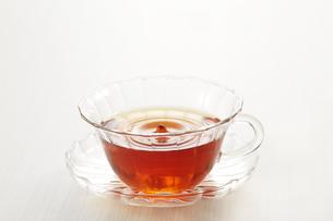 波紋と紅茶の写真素材 [FYI04662592]