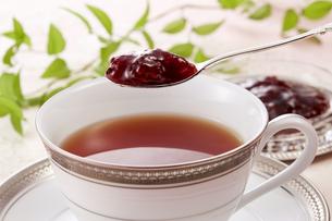 紅茶にジャム(ロシアンティー)の写真素材 [FYI04662629]