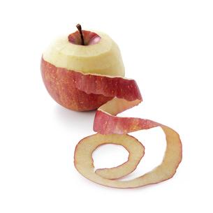 りんごの桂剥きの写真素材 [FYI04662700]