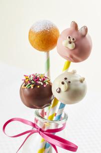 うさぎさん、くまさん、ミニドーナツのお菓子の写真素材 [FYI04662986]