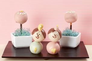 お菓子で作った雛人形の写真素材 [FYI04663013]