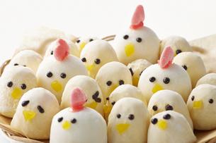 酉年 スイーツ(マシュマロ) 鶏 ひよこの写真素材 [FYI04663046]