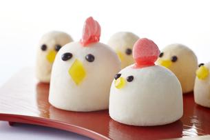 マシュマロで作った鶏(酉年)の写真素材 [FYI04663064]