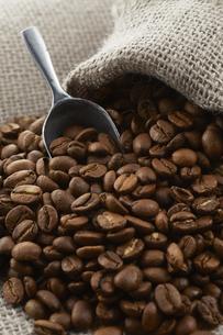 麻袋に入ったコーヒー豆の写真素材 [FYI04663084]