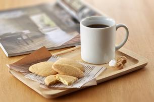ティータイム-コーヒーブレイク-クッキーの写真素材 [FYI04663111]
