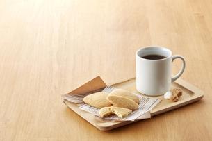 ティータイム-コーヒーブレイク-クッキーの写真素材 [FYI04663112]
