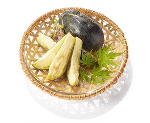水ナスのぬか漬け (pickled water eggplant)の写真素材 [FYI04663130]