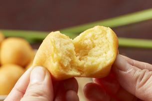 カイムカイノッククラター(タイのうずら型のサツマイモのお菓子)の写真素材 [FYI04663275]