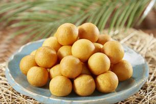 カイムカイノッククラター(タイのうずら型のサツマイモのお菓子)の写真素材 [FYI04663279]