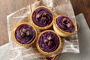 紫芋のタルト(桜島紫)の写真素材 [FYI04663452]