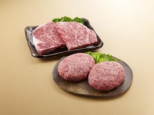 牛肉とハンバーグの写真素材 [FYI04663543]