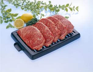 ステーキ用 高級牛肉の写真素材 [FYI04663545]