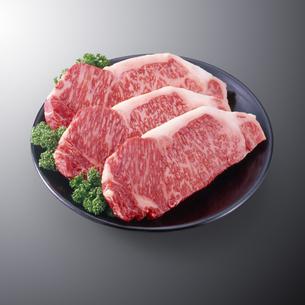 黒毛和牛サーロインステーキの写真素材 [FYI04663636]