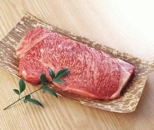 牛サーロインステーキの写真素材 [FYI04663660]