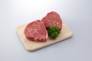牛ヒレ ステーキ用の写真素材 [FYI04663680]