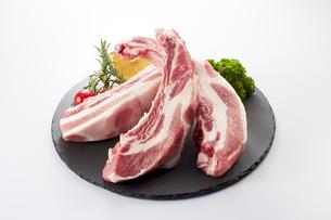 豚スペアリブ (pork spare ribs)の写真素材 [FYI04663907]