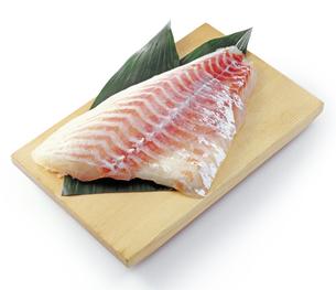 鯛の刺身ブロックの写真素材 [FYI04664349]