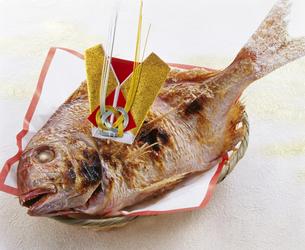 鯛の尾頭付きの写真素材 [FYI04664353]