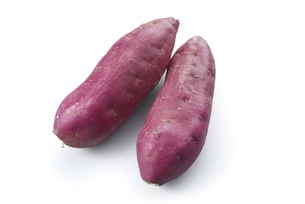 鳴門金時 (sweet potato grown in sandy soil)の写真素材 [FYI04664886]