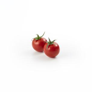 ミニトマト二個-バック飛ばし-影イキの写真素材 [FYI04664957]