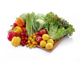 緑黄色野菜集合の写真素材 [FYI04664981]