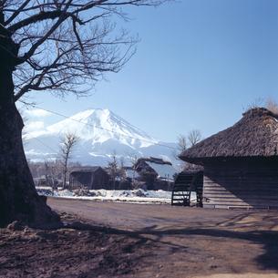 1970年代よりも前に撮影した富士山の風景の写真素材 [FYI04665082]
