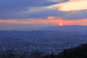 生駒山の信貴生駒スカイラインからのすばらしい夕景の写真素材 [FYI04665136]