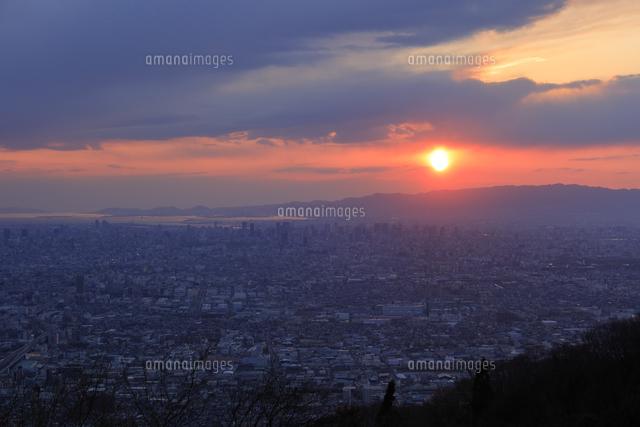 生駒山の信貴生駒スカイラインからのすばらしい夕景の写真素材 [FYI04665139]