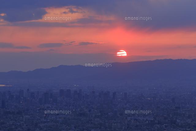 生駒山の信貴生駒スカイラインからのすばらしい夕景の写真素材 [FYI04665145]