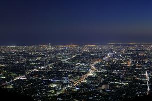 信貴生駒スカイラインからの眺め 大阪の夜景の写真素材 [FYI04665152]