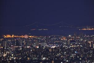 信貴生駒スカイラインから大阪の夜景の写真素材 [FYI04665160]