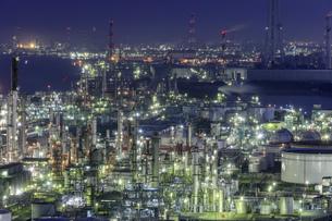 四日市コンビナートの工場夜景の写真素材 [FYI04665486]