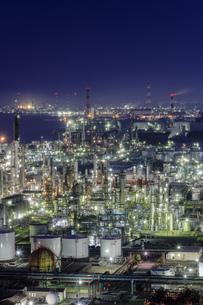 四日市コンビナートの工場夜景の写真素材 [FYI04665490]