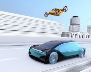 高速道路走行中の自動運転車と空飛ぶタクシーのコンセプトイメージの写真素材 [FYI04665745]