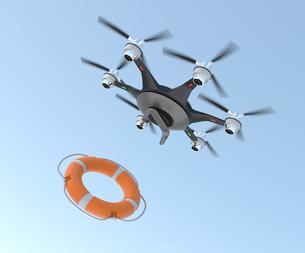 浮き輪を投下するドローン。高速救助支援コンセプト。の写真素材 [FYI04665795]