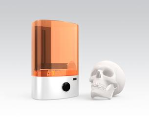 光造形式3Dプリンタと頭蓋骨、3Dプリンタによる生体再生コンセプトの写真素材 [FYI04665801]