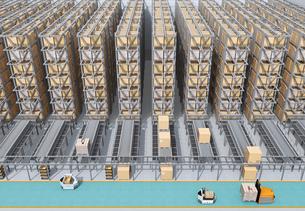 大型自動物流センターのインテリアイメージ。AGV無人搬送車、無人運転フォークリフトによる効率化の写真素材 [FYI04665802]