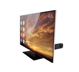 4Kフラットパネルテレビにスティック型PCが挿しているの写真素材 [FYI04665804]