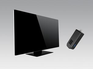 スティック型PCと2K曲面テレビの写真素材 [FYI04665805]