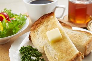 はちみつとトースト 朝食 breakfastの写真素材 [FYI04666050]