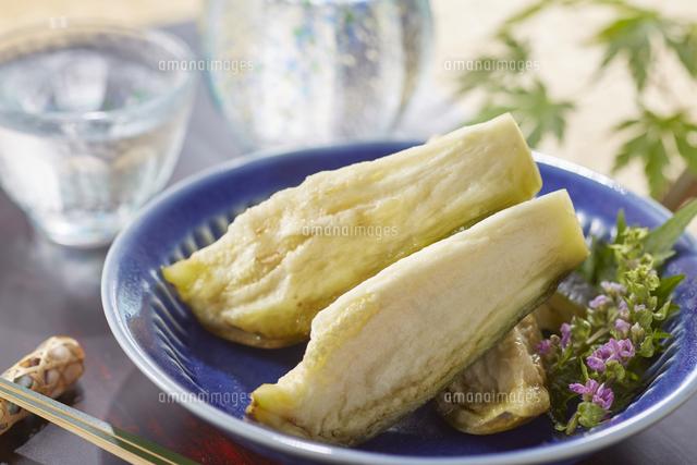 水ナスのぬか漬け (pickled water eggplant)の写真素材 [FYI04666081]