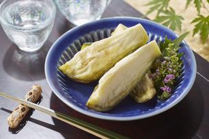 水ナスのぬか漬け (pickled water eggplant)の写真素材 [FYI04666088]