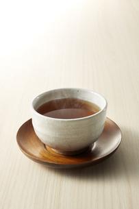 暖かいほうじ茶 (roasted green tea)の写真素材 [FYI04666118]